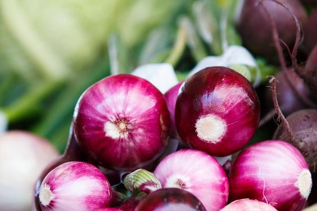 frutas de temporada mercado de san Fernando frutería mercado de san Fernando frutería Abascal Olmedo cebolla roja buen precio frutas buena calidad
