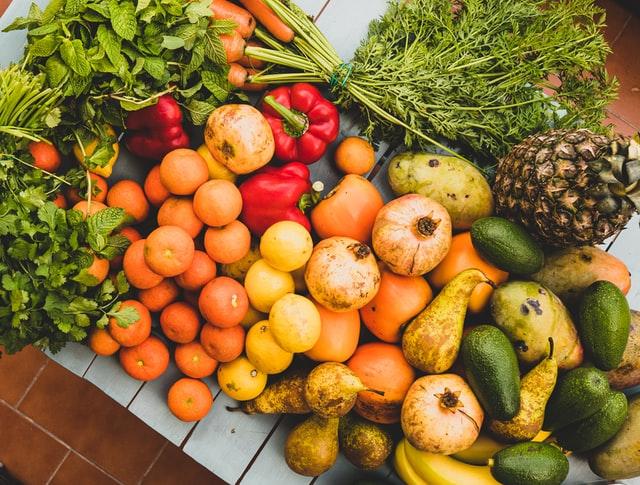frutas de temporada mercado de san Fernando frutería mercado de san Fernando frutería Abascal Olmedo frutas de agosto frutas buena calidad
