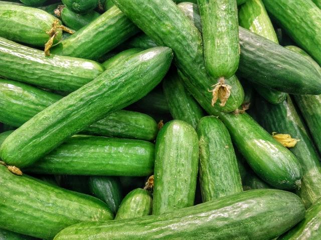 frutas de temporada mercado de san Fernando frutería mercado de san Fernando frutería Abascal Olmedo pepino buen precio frutas buena calidad