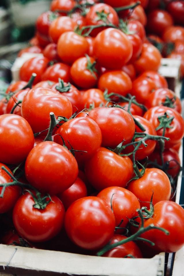 frutas de temporada mercado de san Fernando frutería mercado de san Fernando frutería Abascal Olmedo tomates cherry buen precio frutas buena calidad